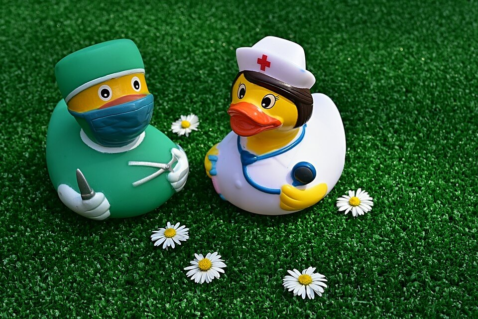 surgeon-doctore-kids-medical-care